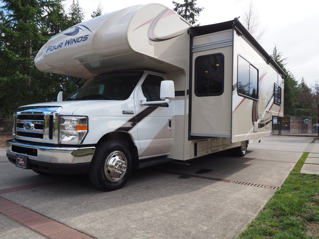 Come and Choose the Best Recreational Vehicles (RVs) for Rent Near Redmond